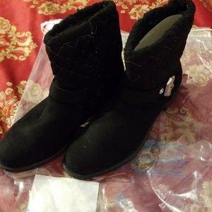 New in Bag Avon Cushion Walk Boot sz 8